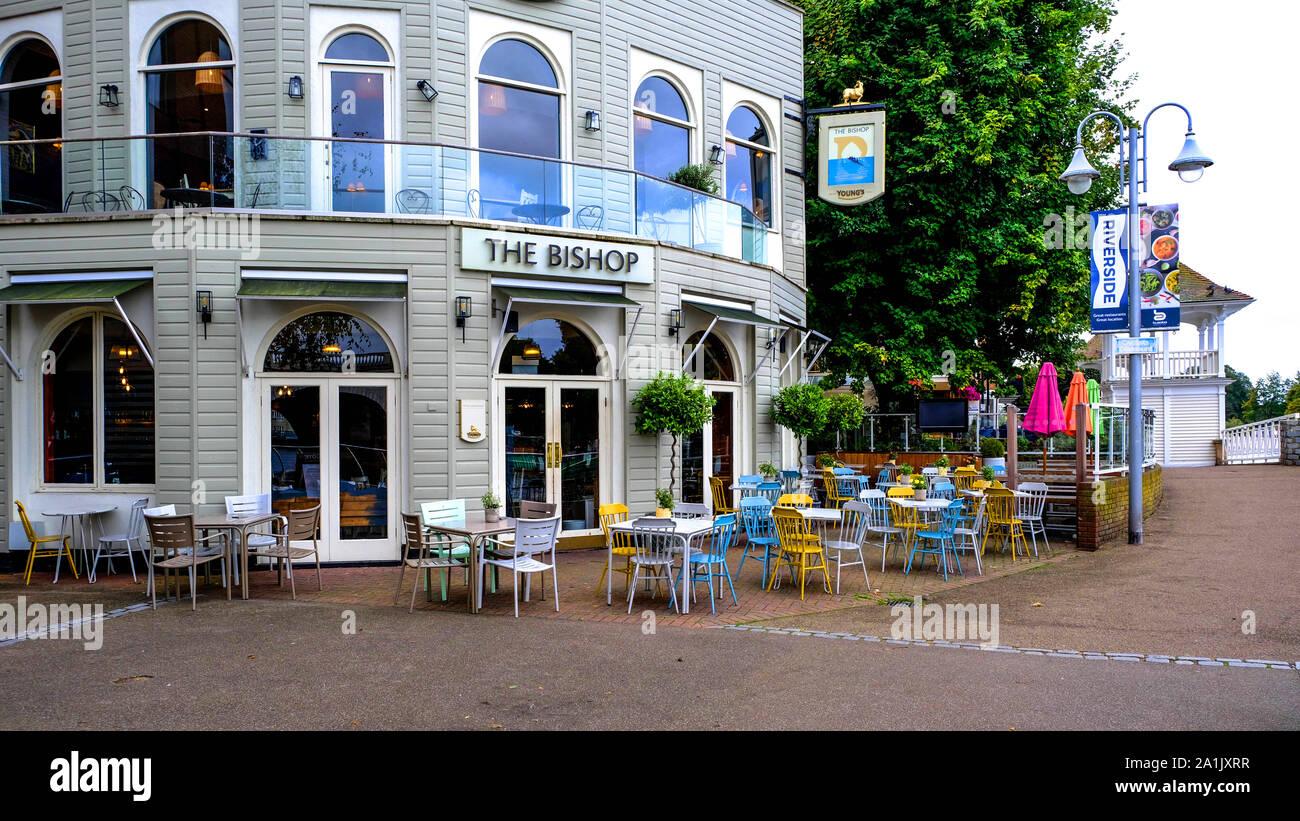 El Obispo De Londres Kingston Lounge Bar Con Una Terraza Al