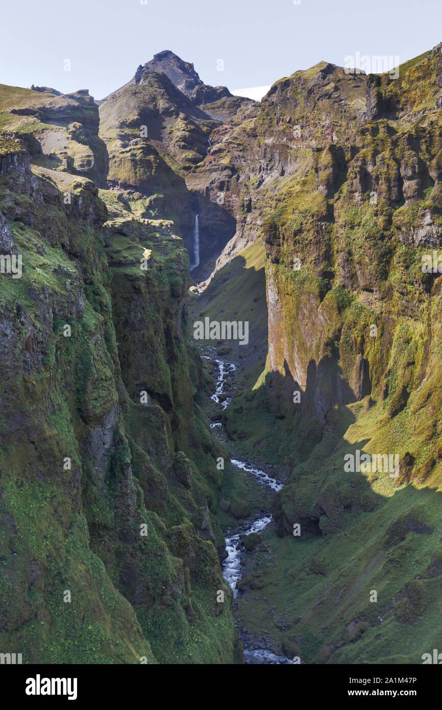 Mulagljufur Canyon y cascada en Islandia Foto de stock