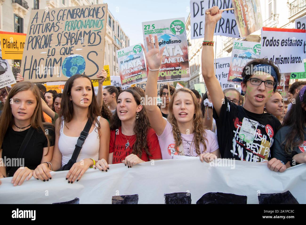 Huelga mundial para el Clima. Es la primera huelga en que gran parte de la sociedad se une a la juventud de los viernes para el futuro. Además de este movimiento, todos env Foto de stock