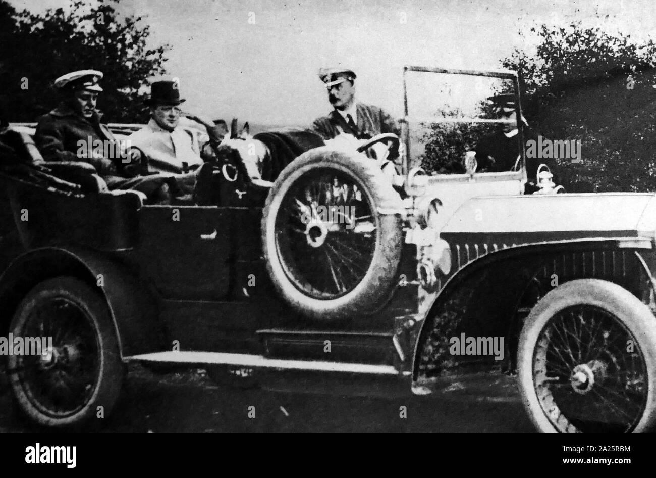 Sir Winston Churchill (1874 - 1965), político británico circa 1920. Él era el Primer Ministro del Reino Unido desde 1940 hasta 1945, cuando él condujo a Gran Bretaña a la victoria en la Segunda Guerra Mundial, y nuevamente desde 1951 hasta 1955. Foto de stock
