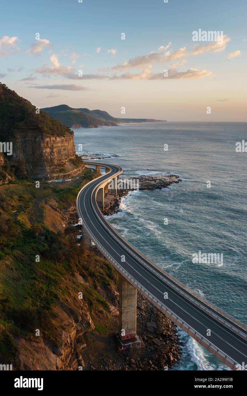 Amanecer en el Acantilado Bridge, New South Wales, Australia Foto de stock