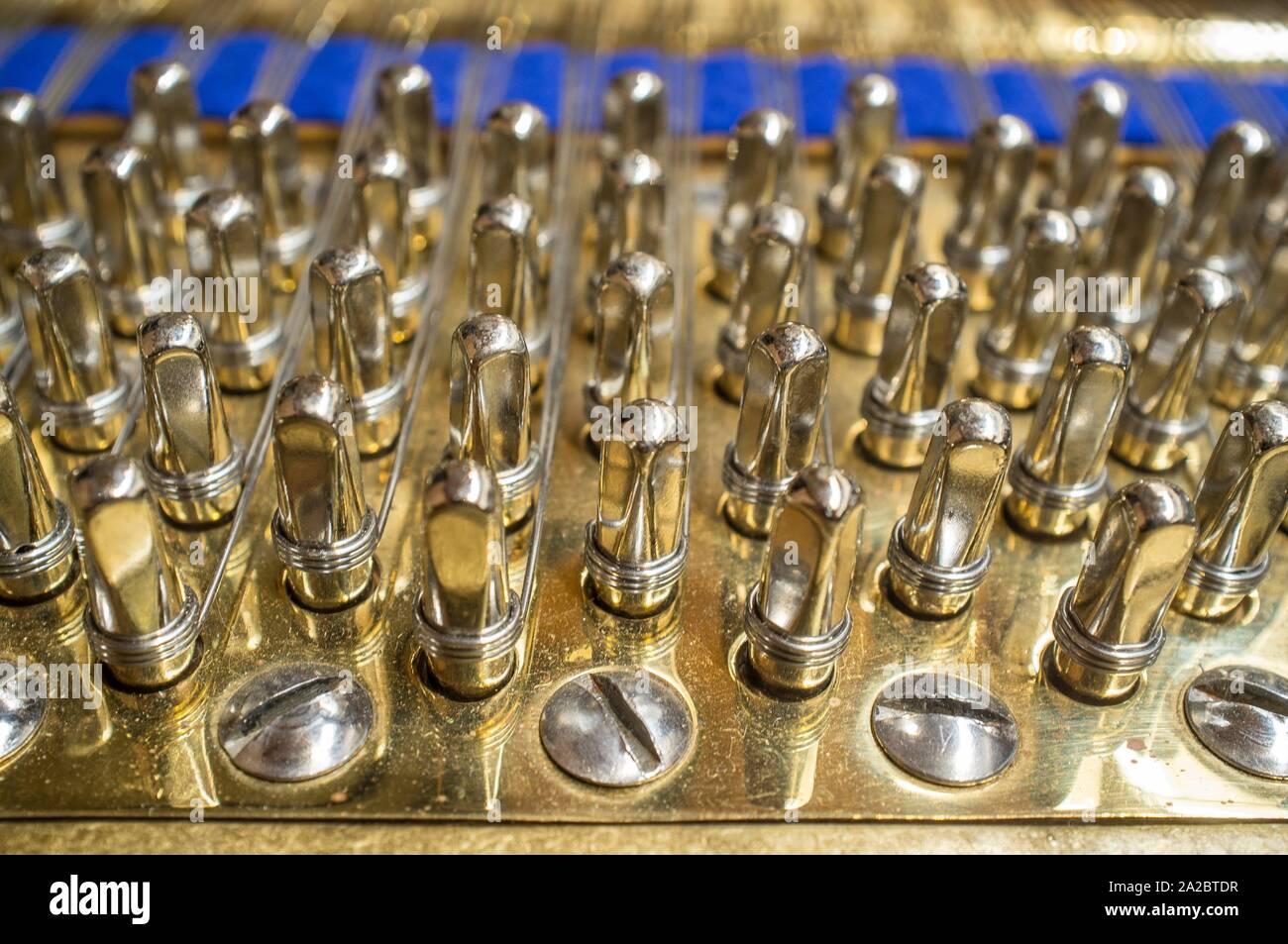 Grand Piano espigas de plata. El enfoque selectivo. Foto de stock