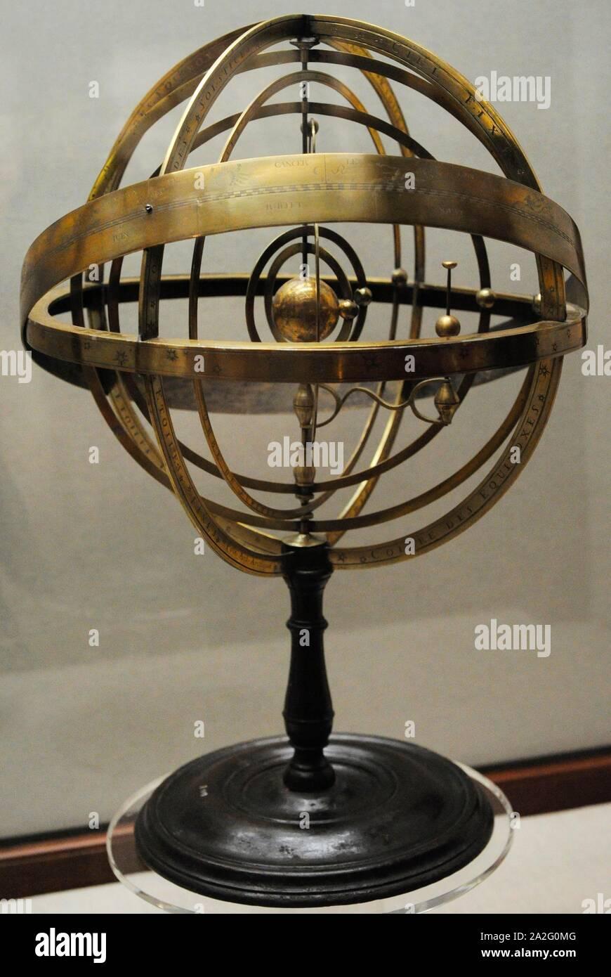 Esfera armilar. Siglos XVII-XVIII. Latón. Museo Naval. Madrid. España. Foto de stock