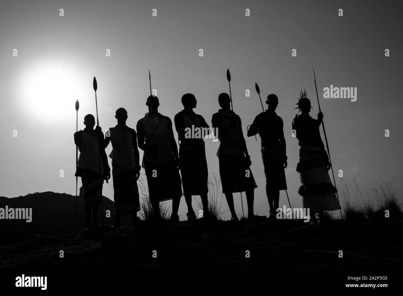 Silueta de las tribus Samburu, Kenia Foto de stock