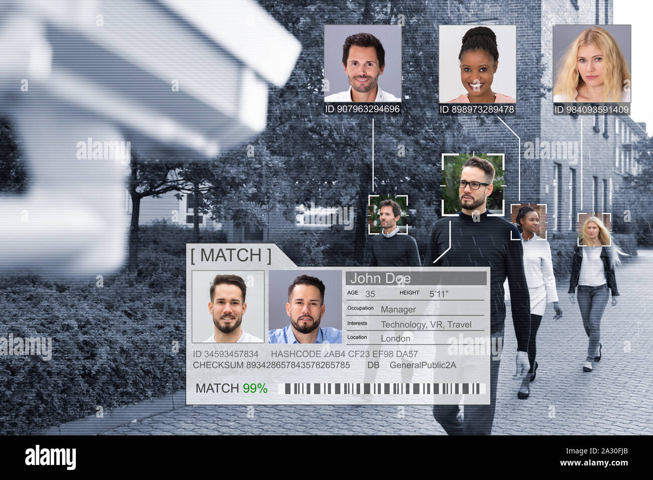 El enfoque selectivo de la gente se enfrenta con el reconocido sistema de aprendizaje intelectual Foto de stock
