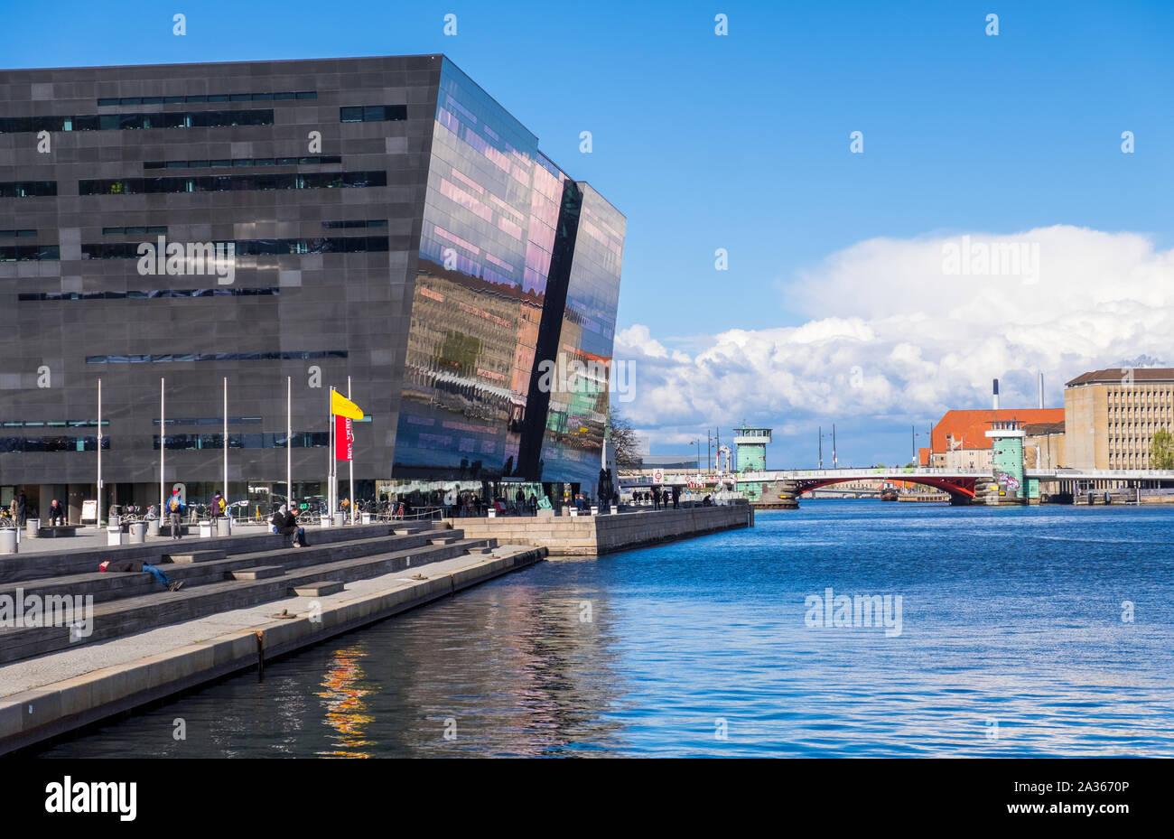Copenhague, Dinamarca - Mayo 04, 2019: El Diamante Negro. La Biblioteca Real de Copenhague es la biblioteca nacional de Dinamarca en Copenhague Foto de stock
