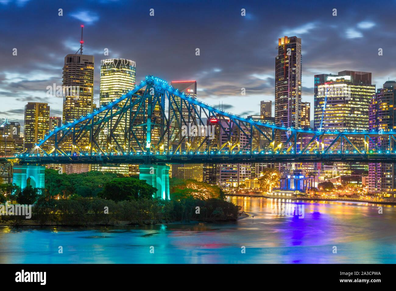 El Story Bridge en Brisbane, Queensland, Australia es un puente voladizo de acero sobre el río Brisbane. Foto de stock