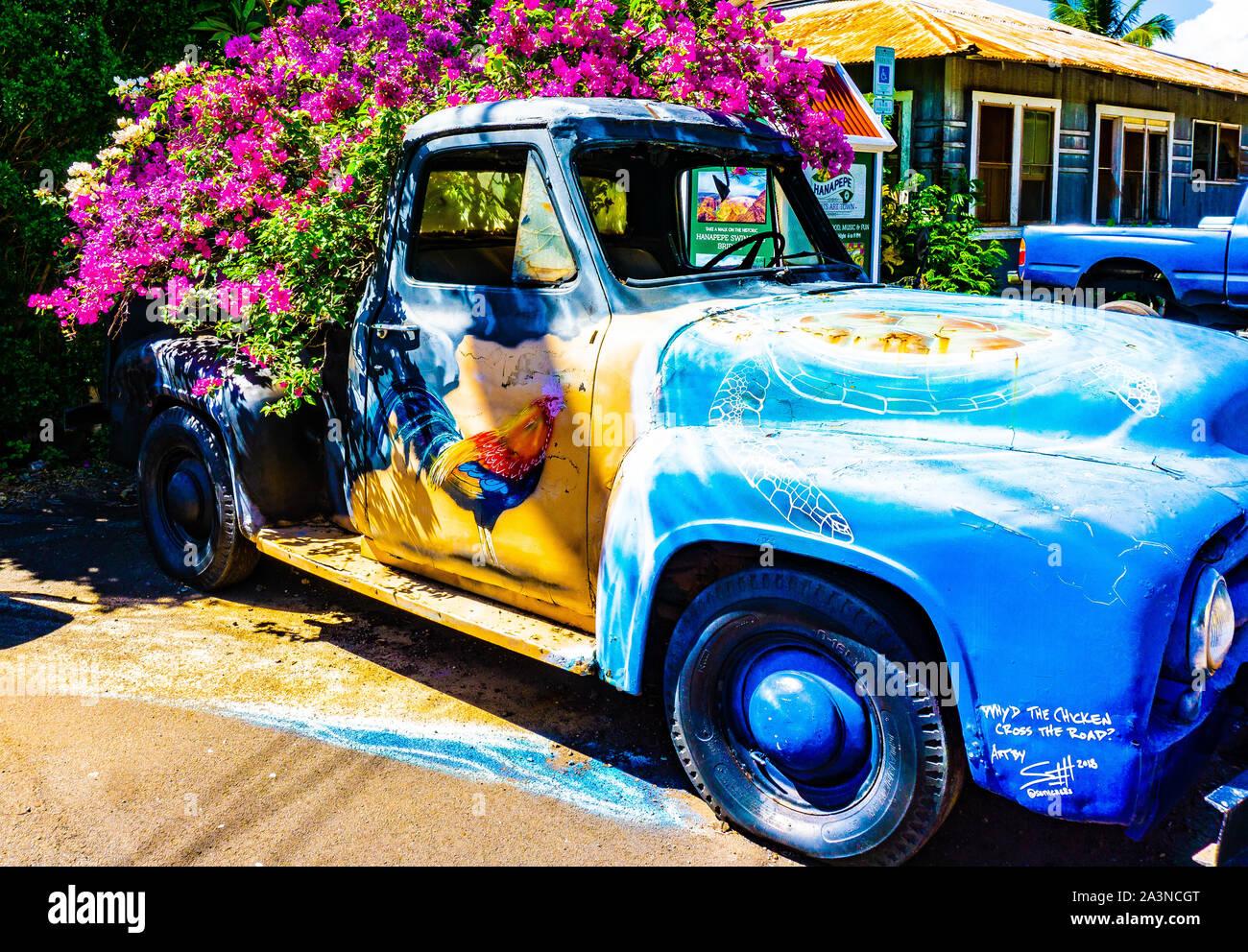 Camión antiguo como un tiesto, Hanapepe, Kauai Hawaii Foto de stock
