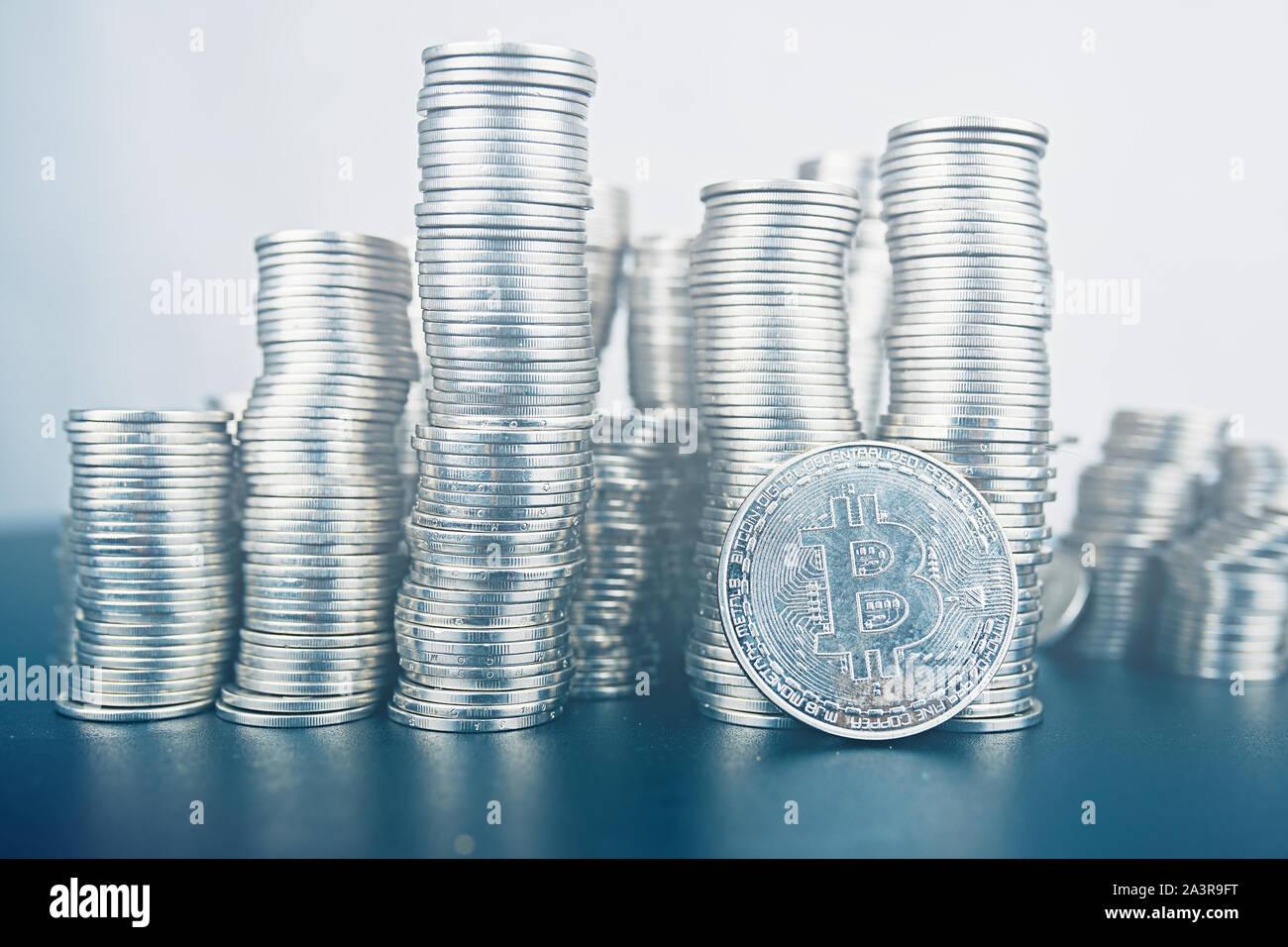 Lugar de cryptocurrency. Gran cantidad de bitcoin. Vale la pena invertir en criptografía. Foto de stock