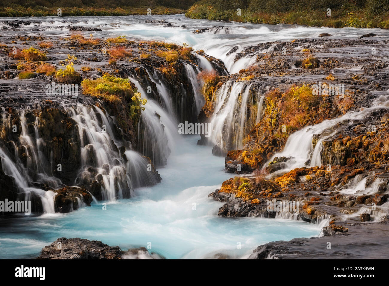 Hermosa Cascada Bruarfoss cerca, Islandia Foto de stock