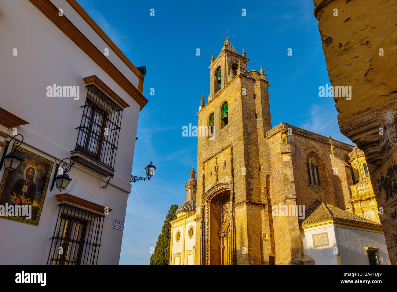 Iglesia de estilo gótico de Santiago en Utrera, provincia de Sevilla. El sur de Andalucía, España. Europa Foto de stock