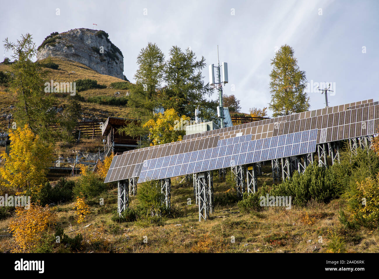 Alpine planta solar fotovoltaica, en el perdedor Berg cerca de Altaussee, en Estiria, Austria, Foto de stock