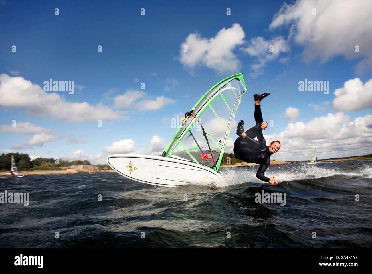 Guy windsurf Foto de stock