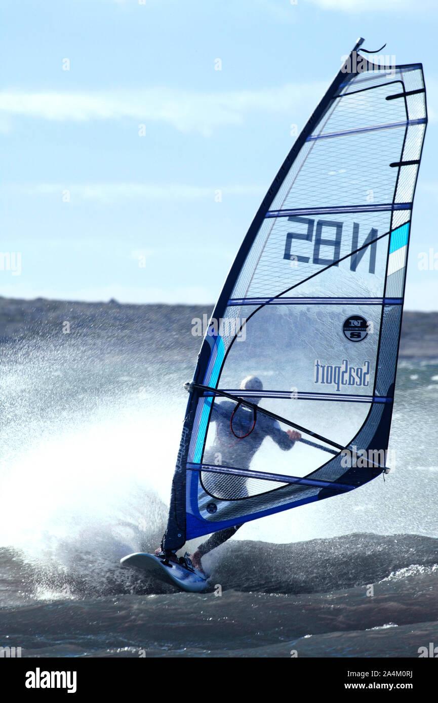 Windsurf en acción Foto de stock