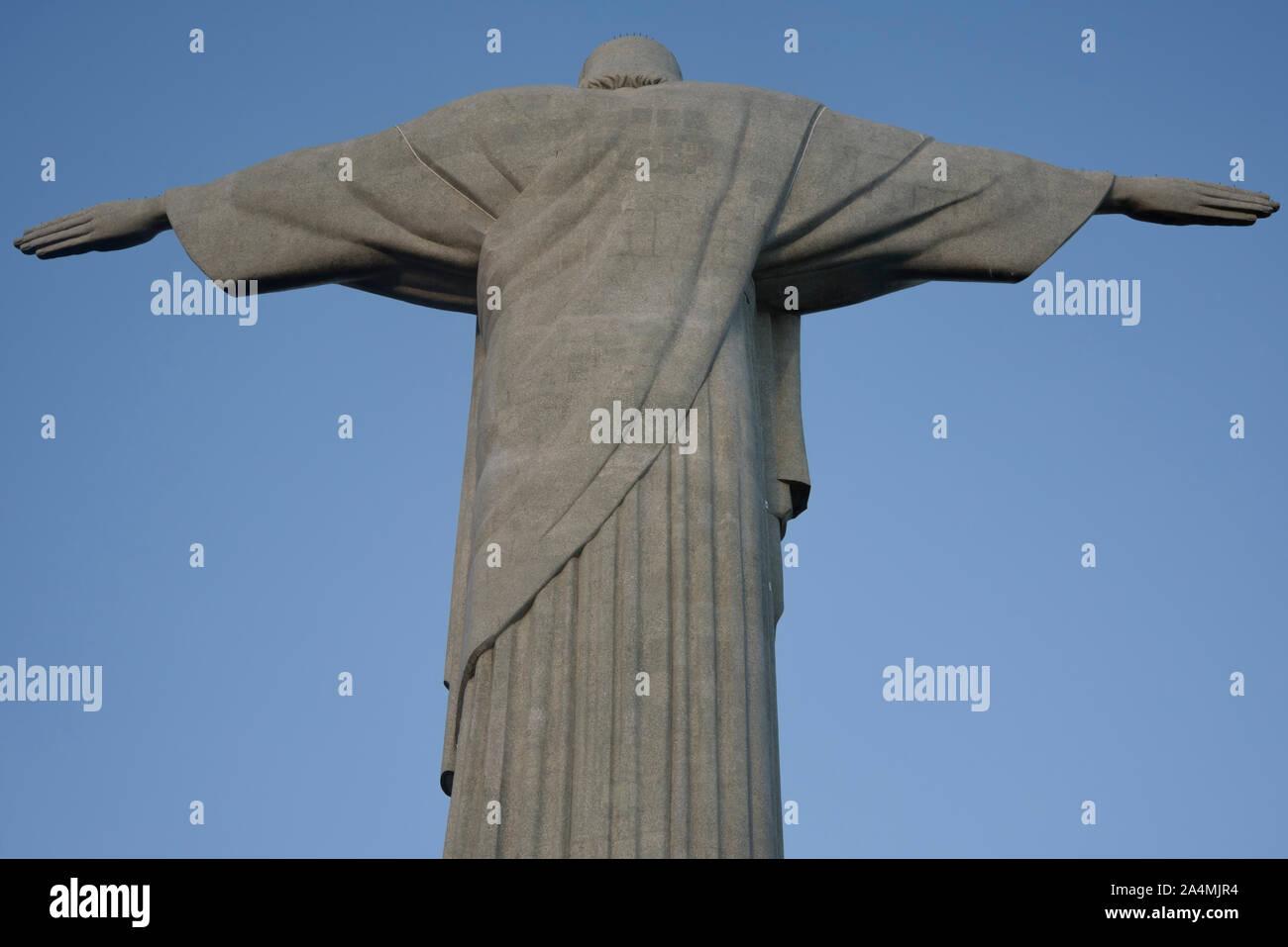 Rio de Janeiro, Brasil - Marzo 28, 2016: la estatua del Cristo Redentor en Rio de Janeiro - vista trasera Foto de stock