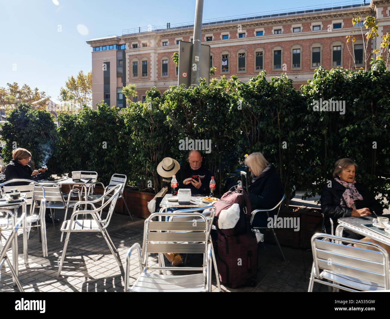 Barcelona España 14 Nov 2017 Grupo De Ancianos Beber