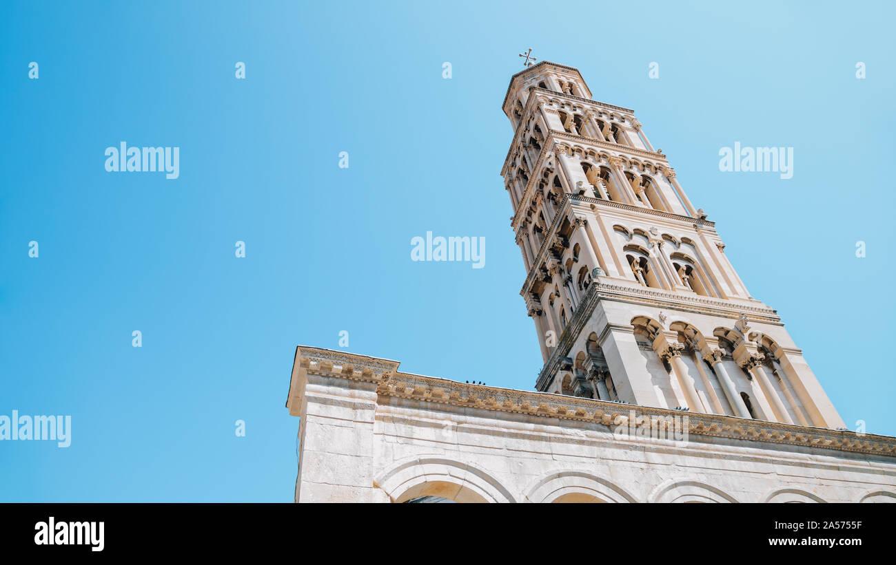 Palacio de Diocleciano Campanario de la catedral de san Domnio, en Split, Croacia Foto de stock