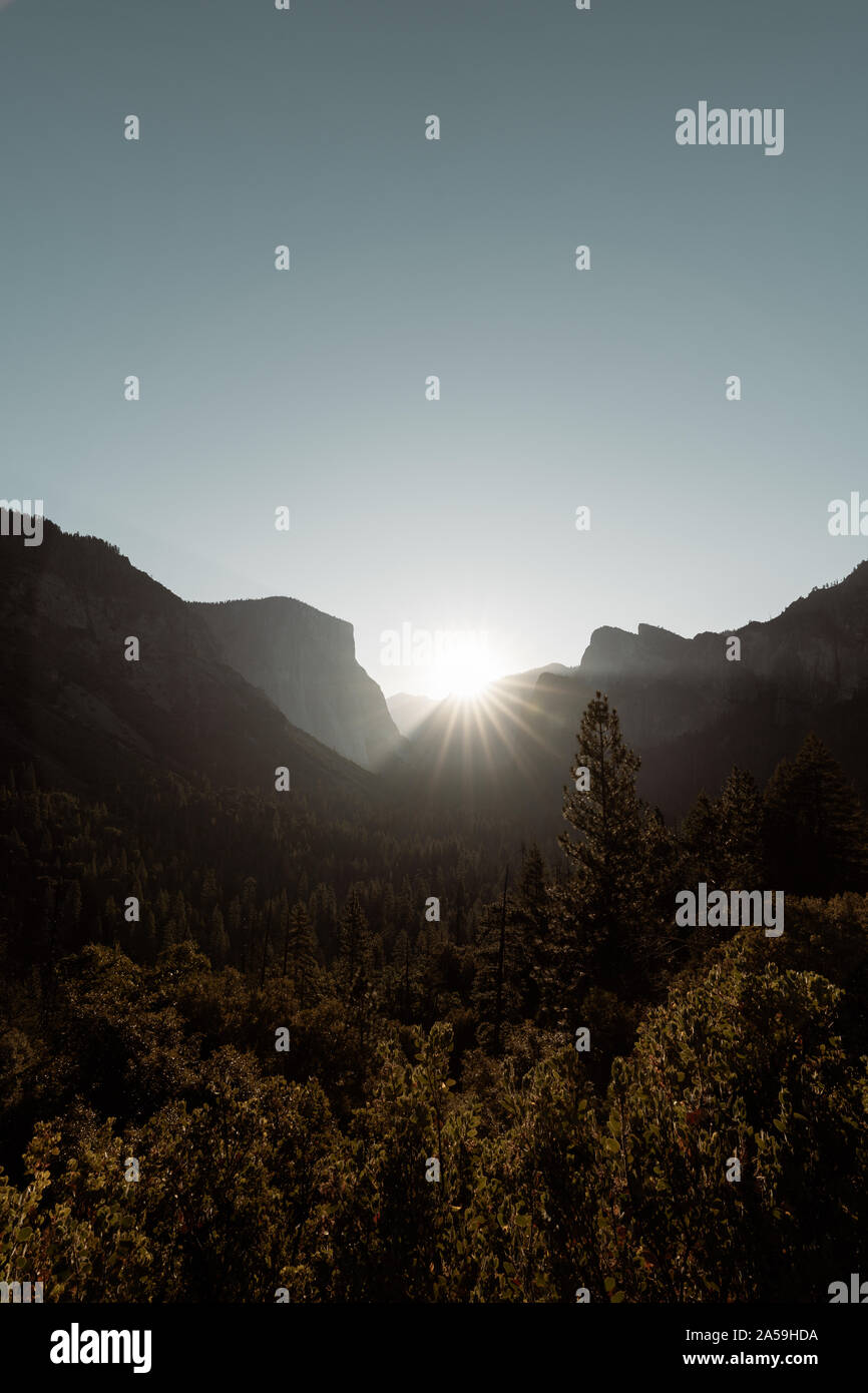 El Parque Nacional Valle de Yosemite Tunnel View Point Sunrise Foto de stock