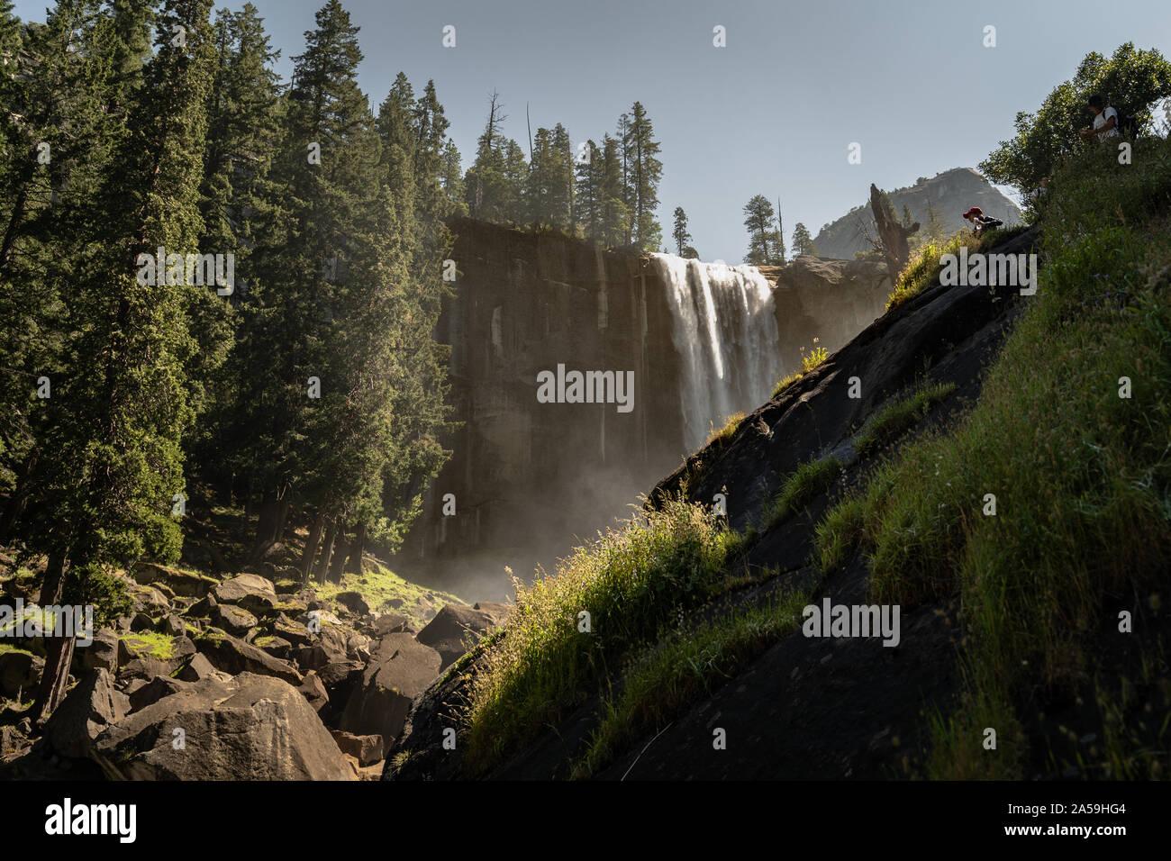 Parque Nacional Yosemite en California Cascada Nevada Foto de stock