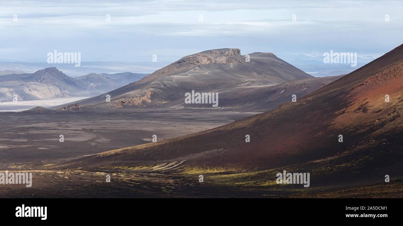 Paisaje volcánico Panorama en Landmannalaugar, Islandia Foto de stock