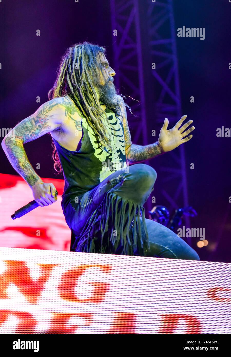 Las Vegas, Nevada, EE.UU. El 19 de octubre de 2019. Rob Zombie realiza en el escenario en la tercera reunión anual de la Liga Rageous música heavy metal festival celebrado en el Centro de Eventos del centro de Las Vegas. Crédito de la foto: Ken Howard Imágenes Crédito: Ken Howard/Alamy Live News Foto de stock