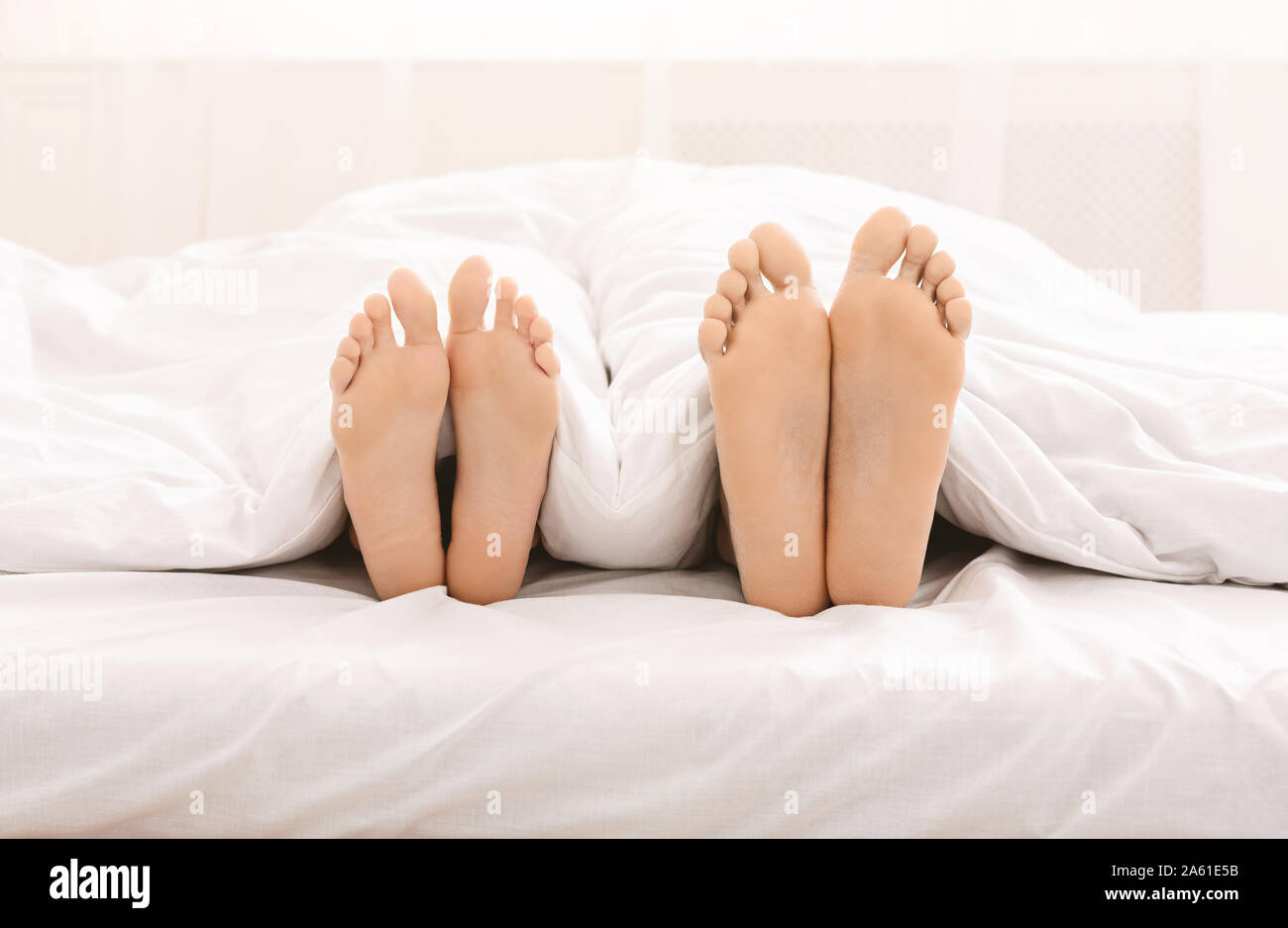 Legs Couple Bed Imágenes De Stock Legs Couple Bed Fotos De
