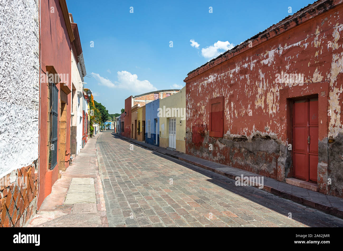 Old Town street, en el centro histórico de la ciudad de Querétaro, México Foto de stock