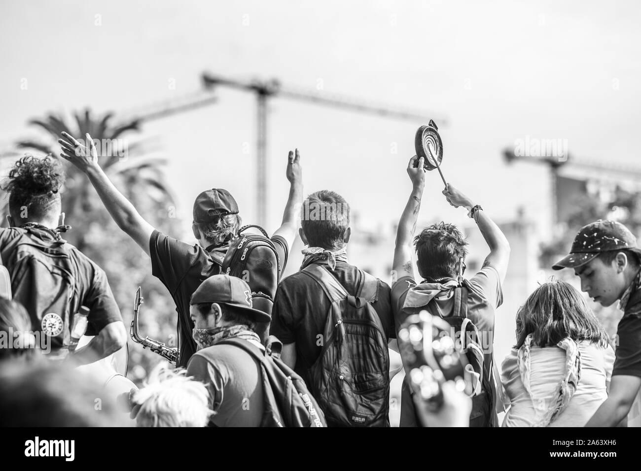 Cazuela, pueblo pacífico golpeando cacerolas en Santiago de