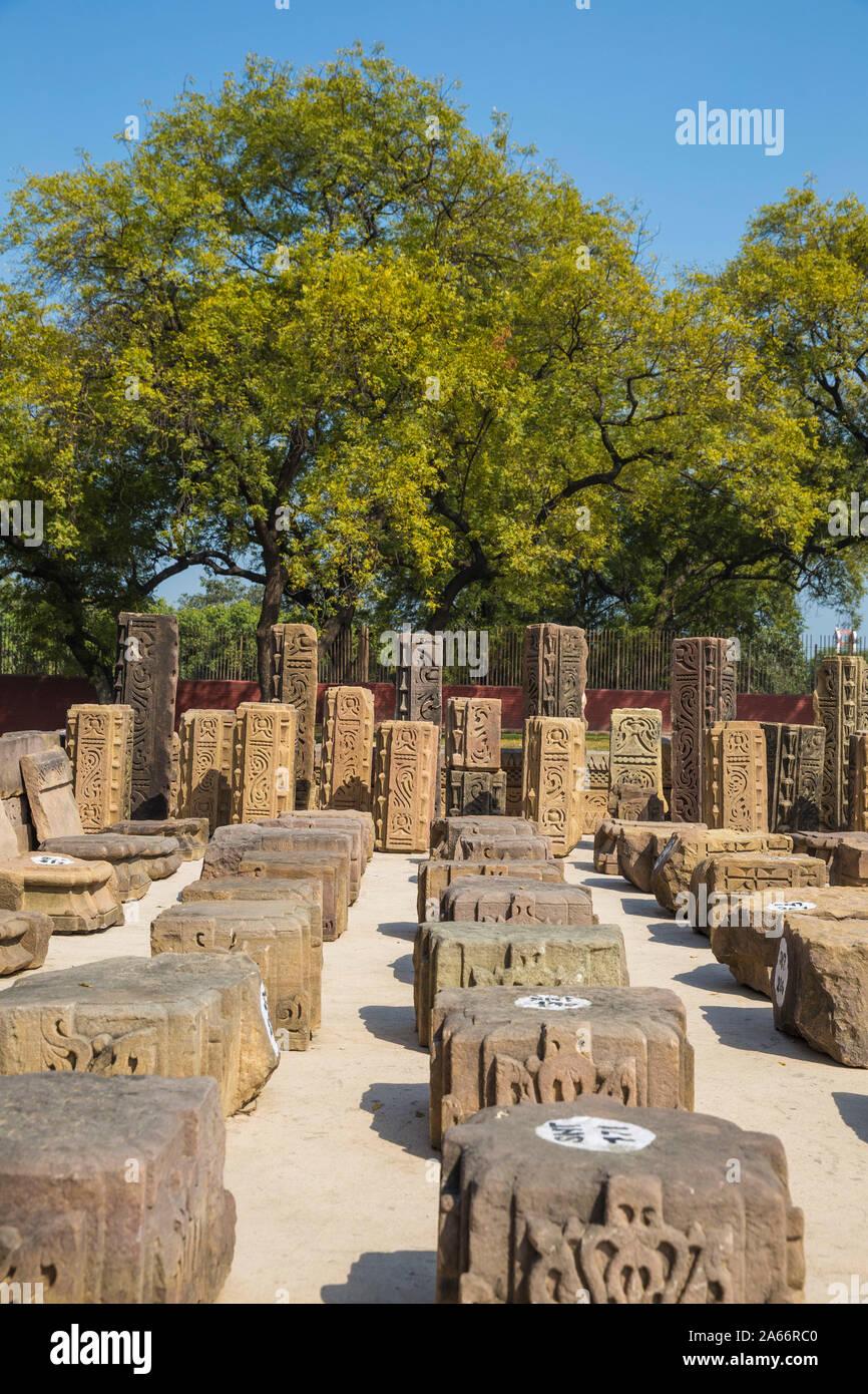 La India, Uttar Pradesh, Sarnarth, cerca de Varanasi, Stupa Dhamekh y ruinas complejo Foto de stock
