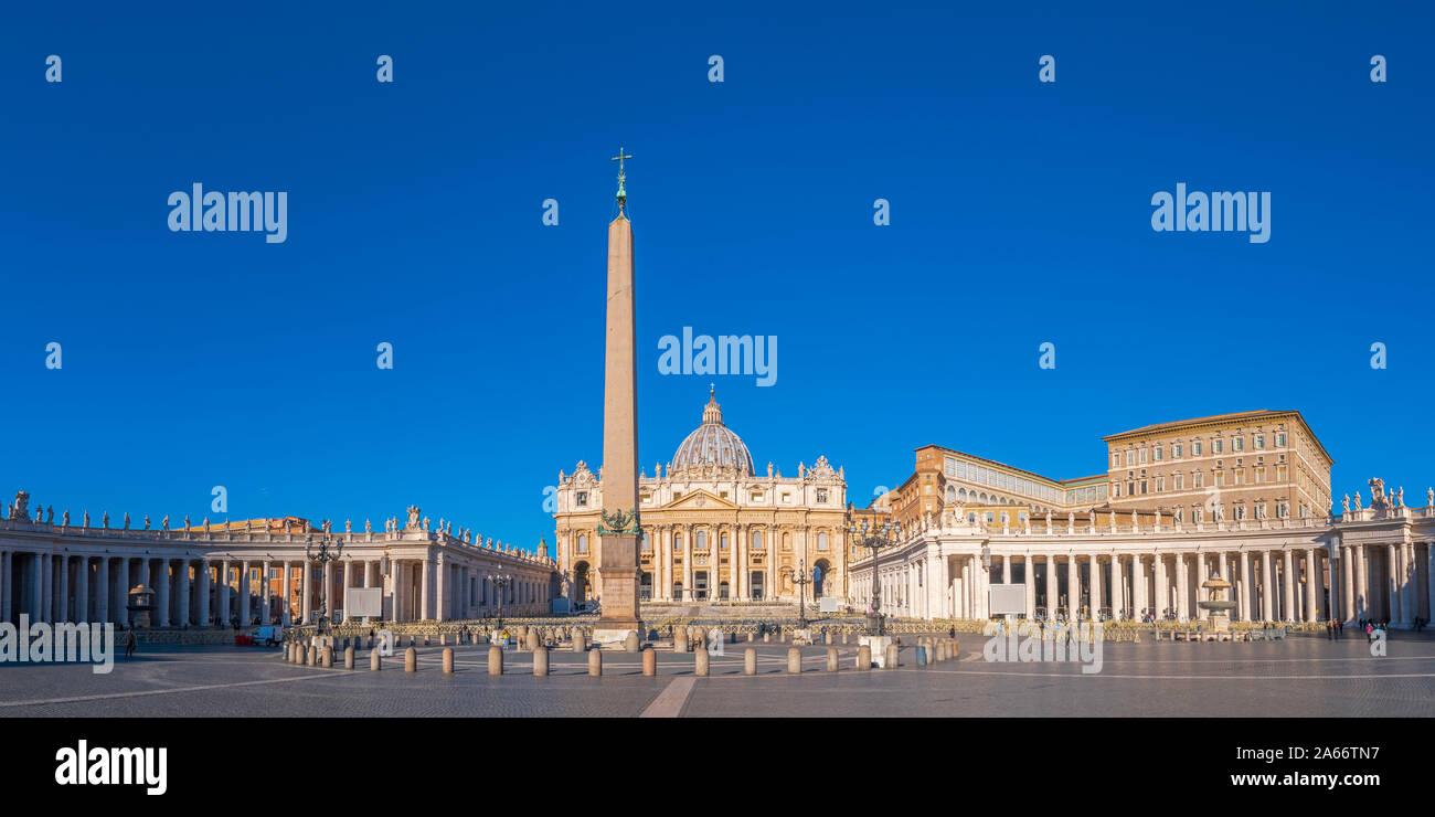 Italia, Lazio, Roma, el Vaticano, la Plaza de San Pedro, la Basílica de San Pedro. Foto de stock