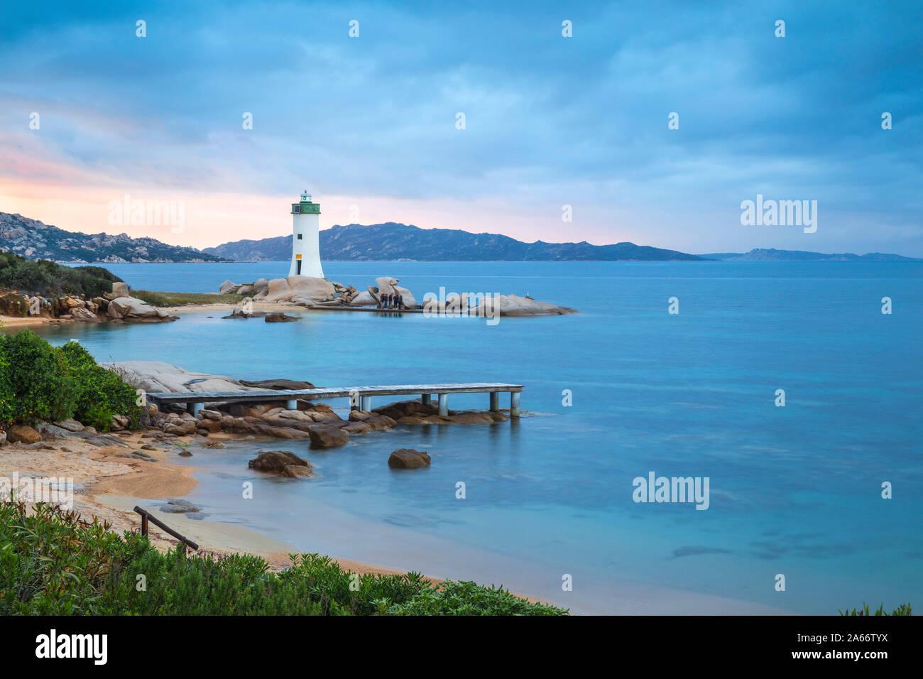 Italia, Cerdeña, provincia de Sassari, Palau, Porto Faro Faro Foto de stock