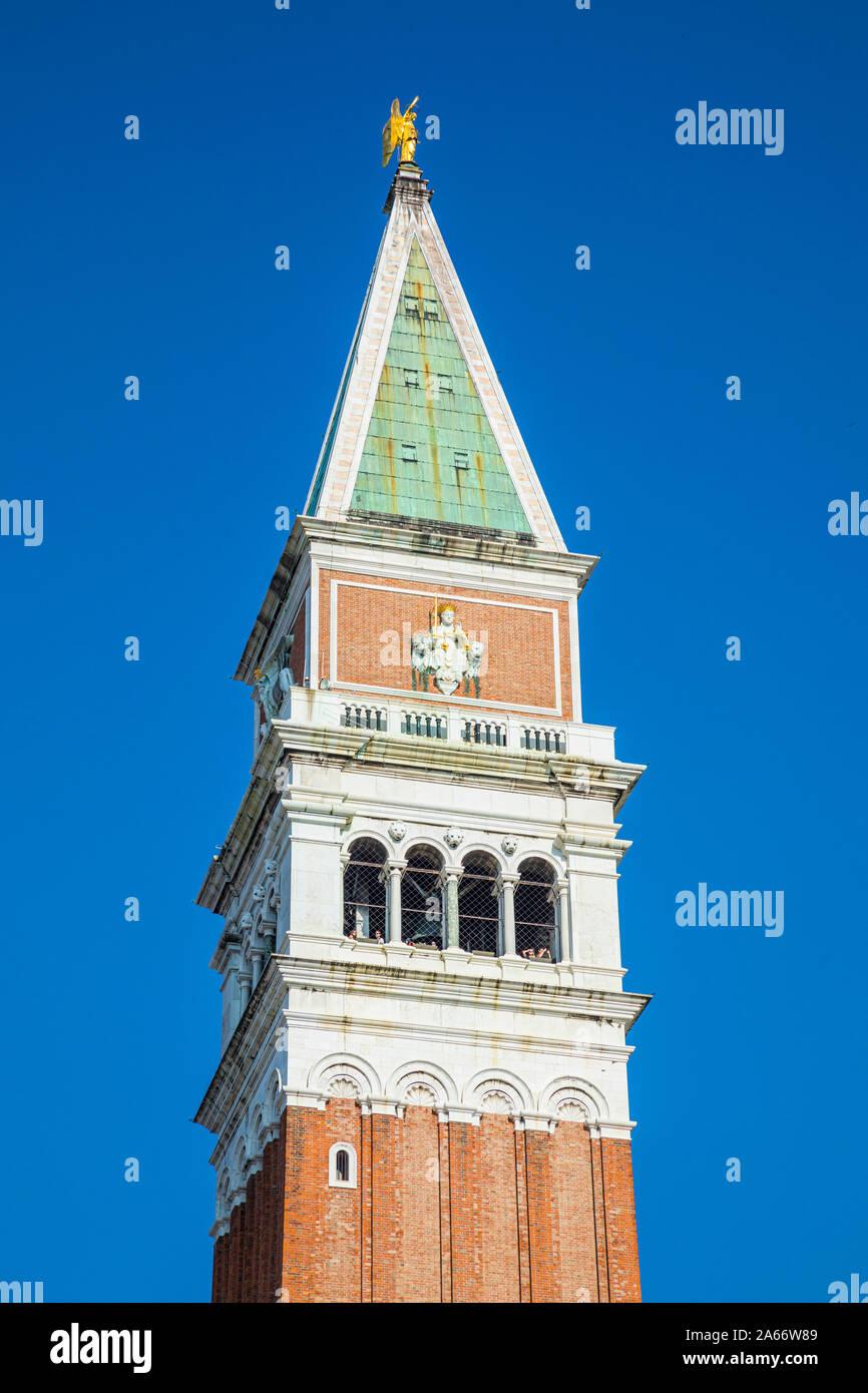 El Campanile, Piazza San Marco (St. Mark's Square), Venecia, Véneto, Italia Foto de stock