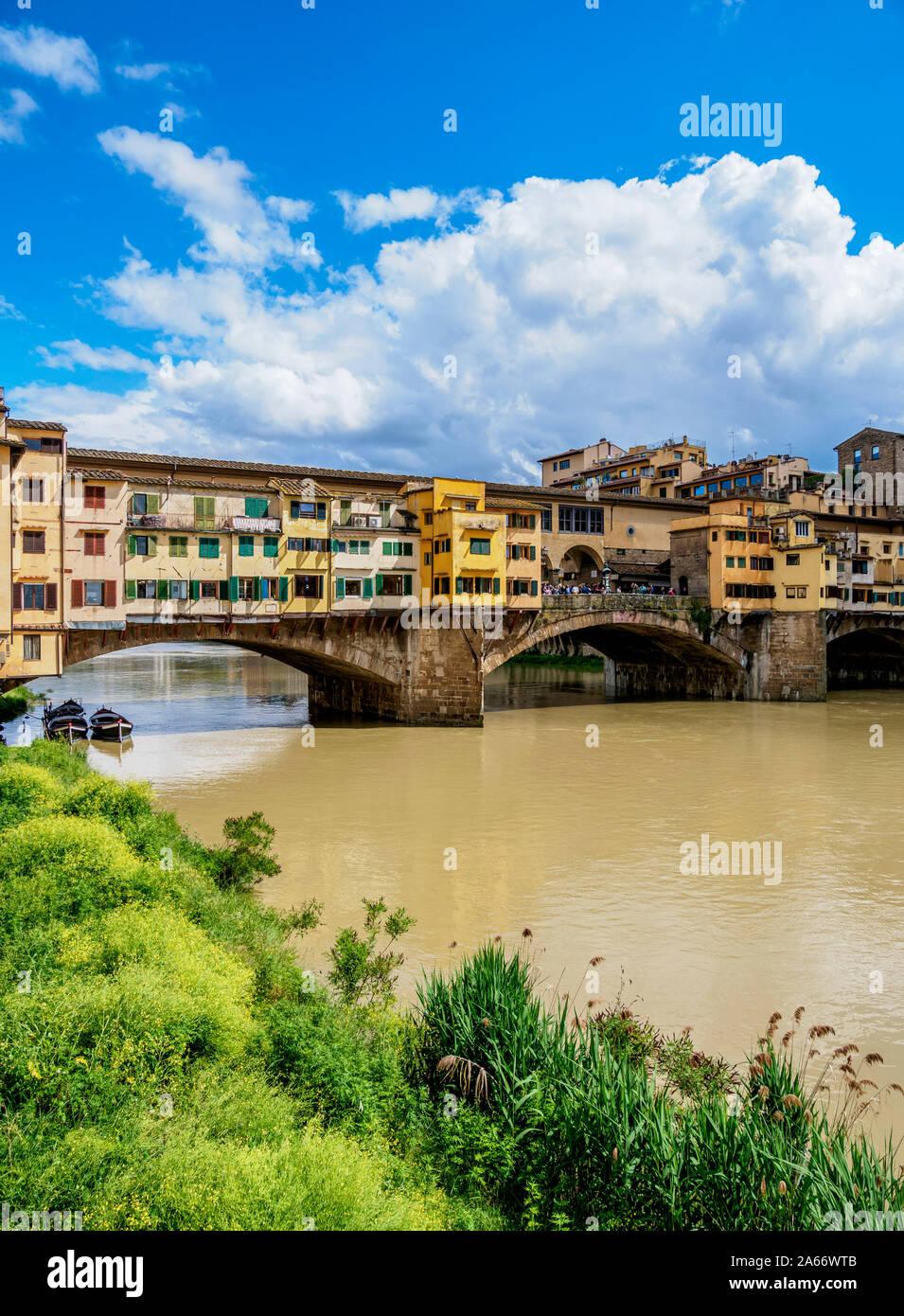 El Ponte Vecchio y el río Arno, Florencia, Toscana, Italia Foto de stock