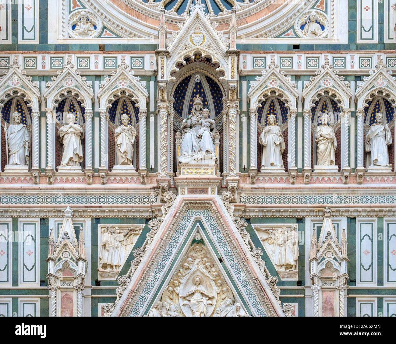 Renacimiento gótico façade (detalle) de la Catedral de Florencia (Duomo di Firenze). Sitio de Patrimonio Mundial de la UNESCO, Florencia (Firenze), Toscana, Italia, Europa. Foto de stock