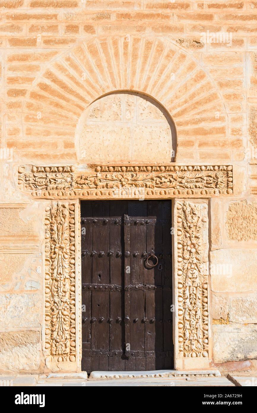 Túnez, Kairouan, Madina, puerta al Gran Mezquita Foto de stock