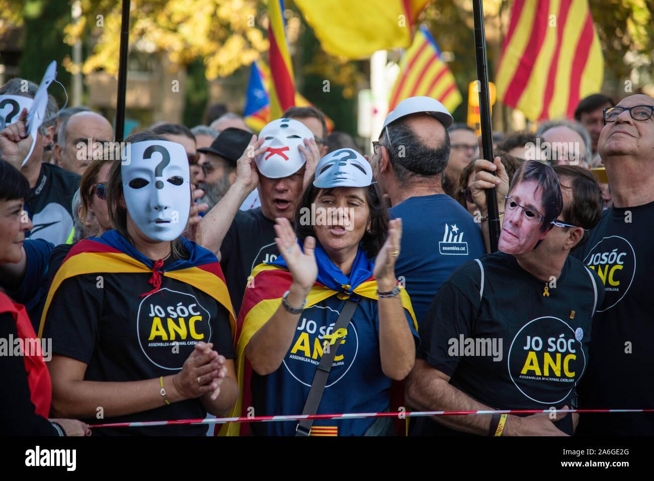 Barcelona Cataluña el dia 26 de octubre 2019 la asociaciones separatista se manifiesta en Barcelona con el lema libertad presos políticos BCN 2019 Foto de stock