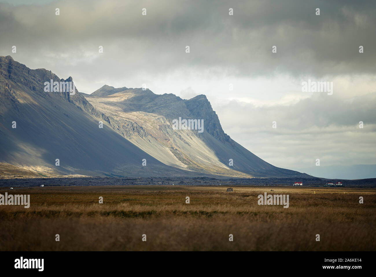 Hermoso paisaje de montaña en la península de Snaefellsnes, Islandia Foto de stock