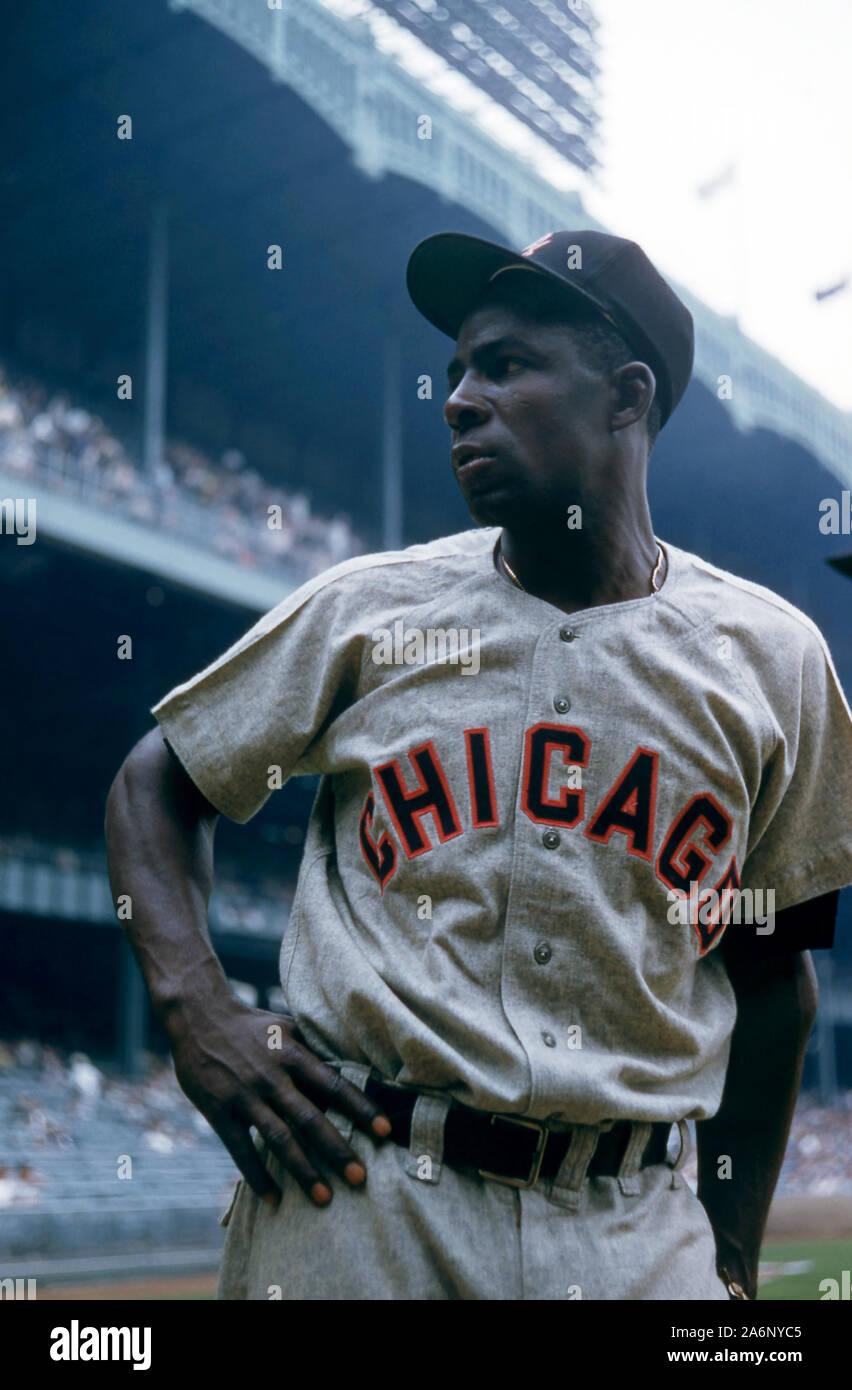 BRONX, NY - 19 DE JUNIO: Minnie Minoso #9 de los Chicago White Sox plantea ante un MLB juego contra los Yankees de Nueva York el 19 de junio de 1955, en el Yankee Stadium en el Bronx, Nueva York. (Foto por Hy Peskin) (número de registro: X2762) Foto de stock