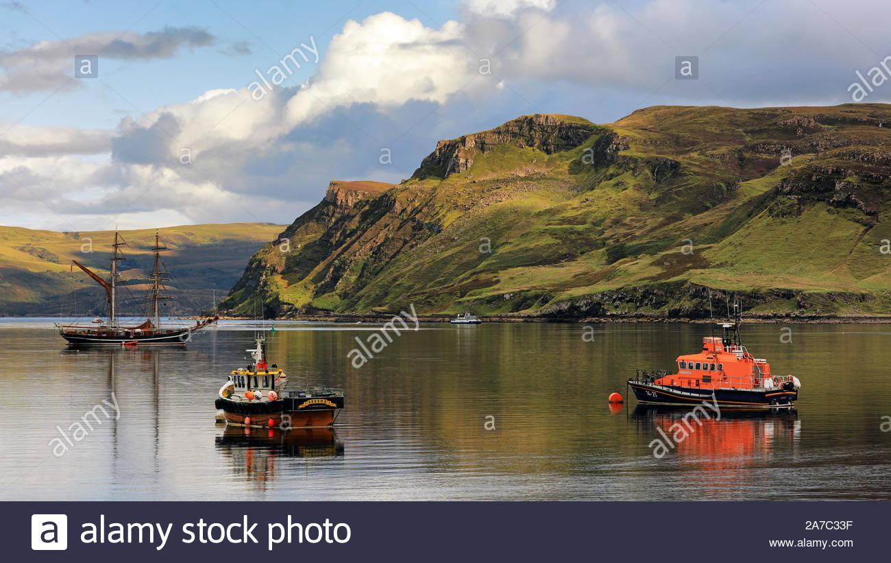 Loch Portree desde la Isla de Skye Foto de stock