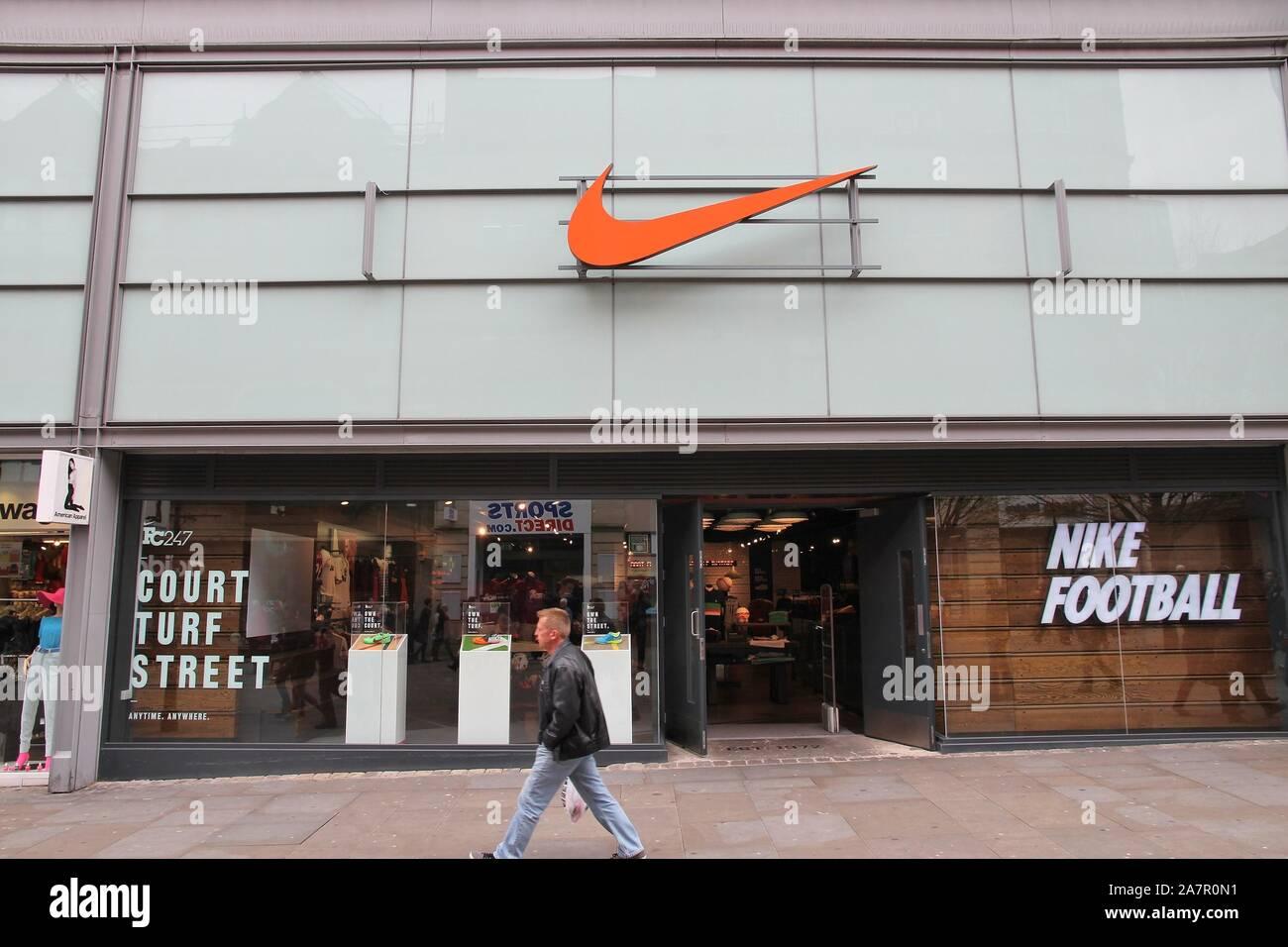 Tienda Nike Outlet Imágenes De Stock & Tienda Nike Outlet
