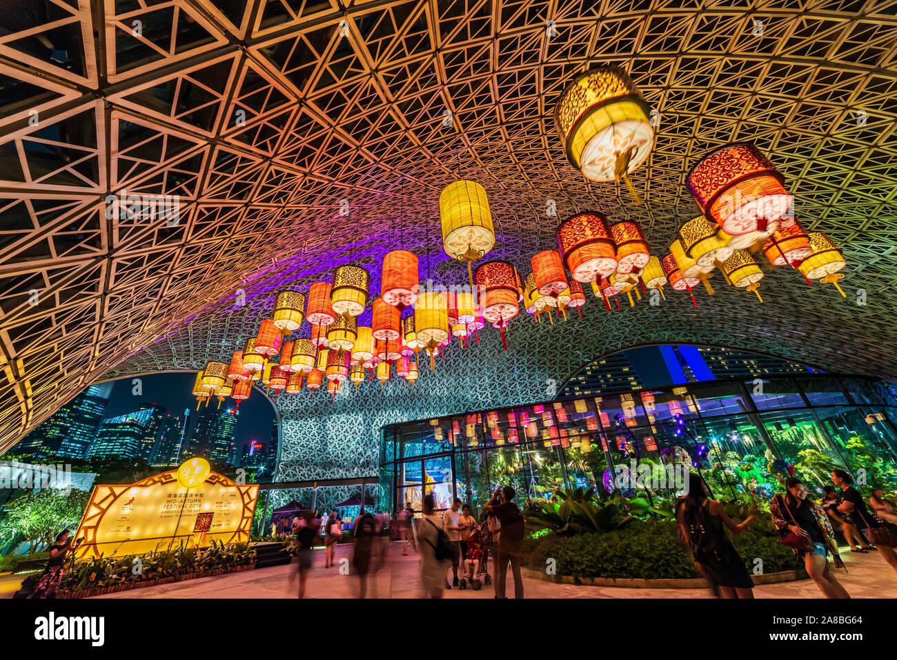 China Linterna Mid-Autumn Festival en el jardín por la bahía, Singapur. Los turistas disfrutar y hacer turismo. Foto de stock