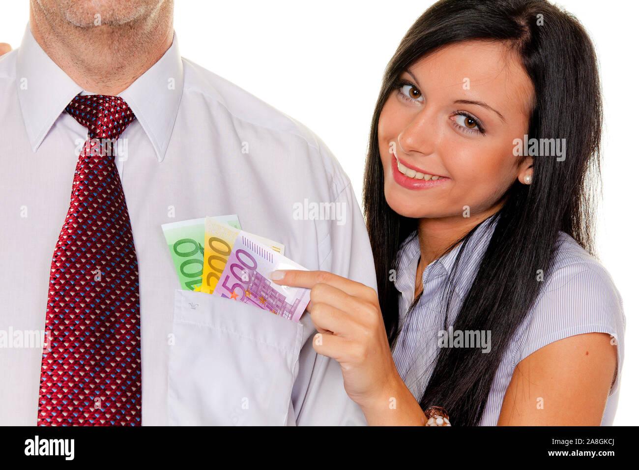 Frau Junge, 25, 30 Jahre, Euro Geldscheine zieht einem Mann aus der Tasche, señor:Sí, Foto de stock