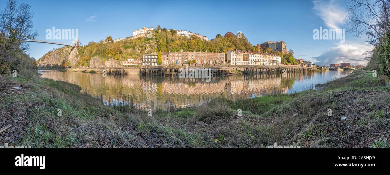 El Puente Colgante de Clifton, muelles, madera Hotwells y el Avon Gorge desde el Leigh Woods lateral del río Avon en una soleada tarde, Bristol, Reino Unido Foto de stock