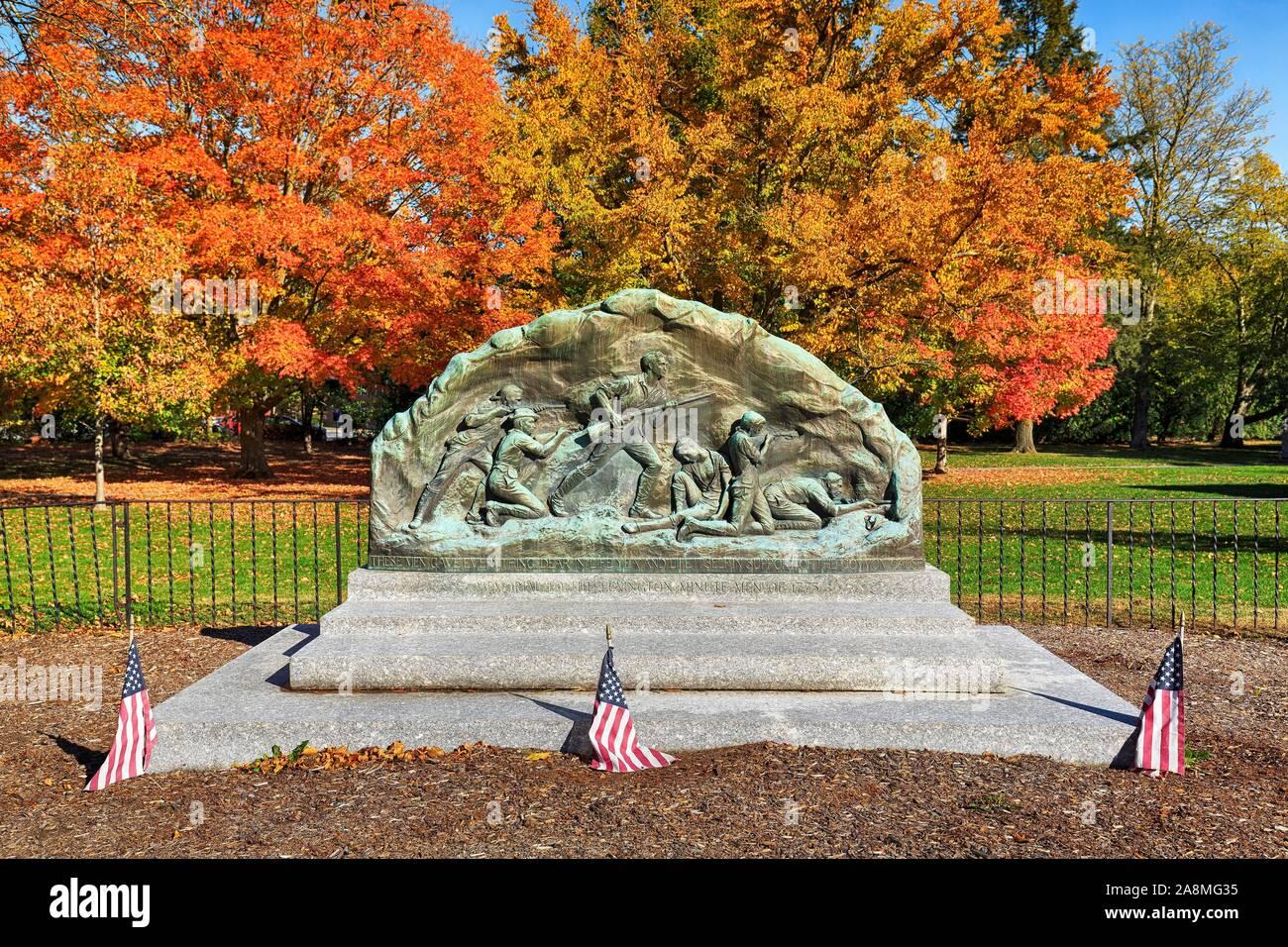 Tumba monumento a la guerra de la independencia americana, Lexington Battle Green, Lexington, Massachusetts, EE.UU. Foto de stock