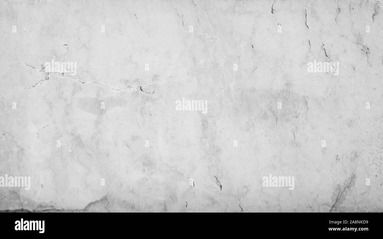 Close-up de un envejecido y agrietado suave mármol natural muro de piedra o de madera. Alta resolución full frame fondo de textura en blanco y negro. Foto de stock