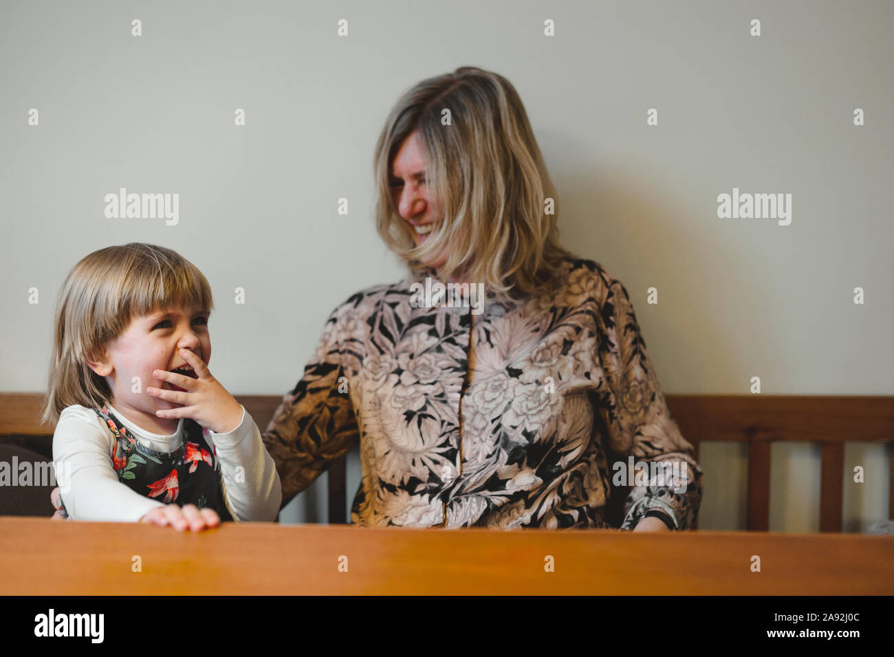 Abuela con su nieta Foto de stock