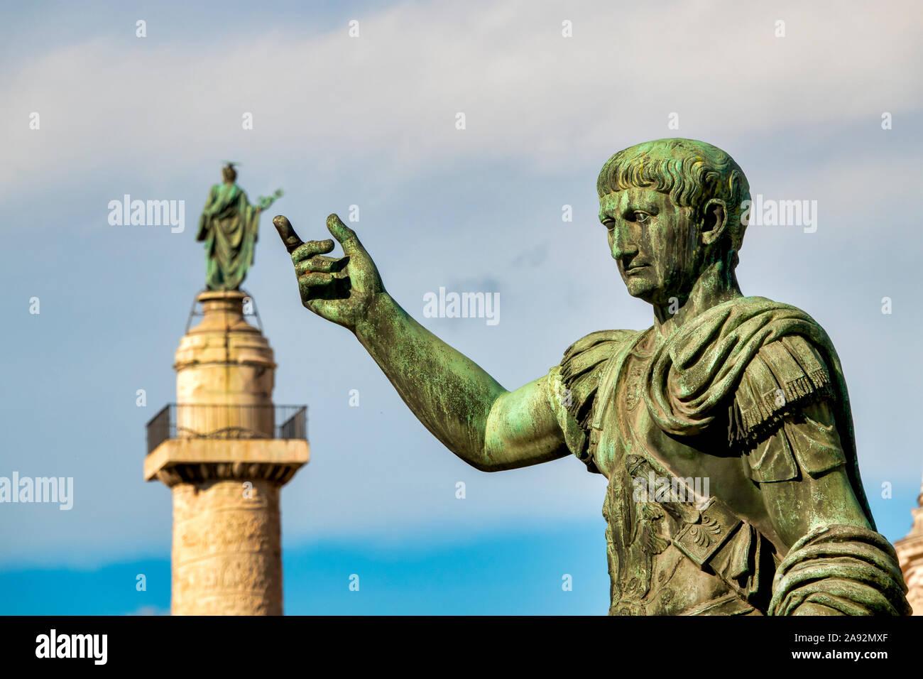 Columna Del Emperador Trajano Fotos e Imágenes de stock - Alamy