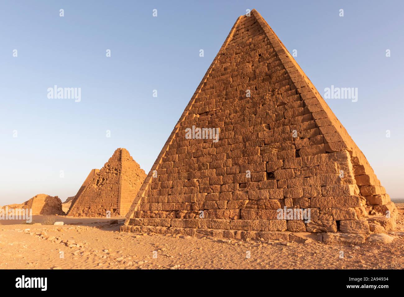 Campo de pirámides reales kushitas, Monte Jebel Barkal; Karima, Estado del Norte, Sudán Foto de stock