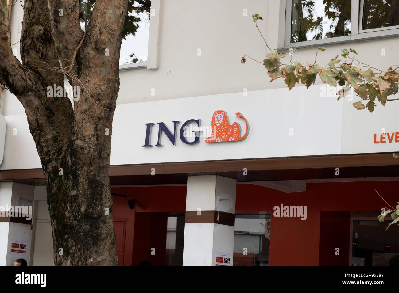 Estambul, Turquía - Noviembre-10.2019: ING Group es una empresa bancaria multinacional con sede en los Países Bajos. Foto de stock