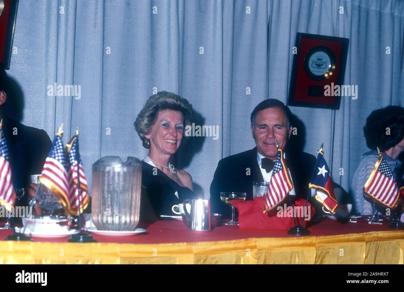 NEW ORLEANS, LA - 24 de junio: El Sr. y la Sra. Richard Haynes, sentarse en una mesa durante 1982 la Academia de Logros Premios placa de oro el 24 de junio de 1982 en Nueva Orleans, Luisiana. (Foto por Hy Peskin) Foto de stock